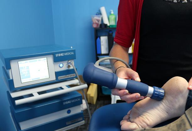 шпоры на пятках ударно-волновая терапия