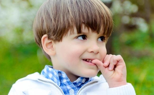 Почему ребёнок грызет ногти на руках - все причины
