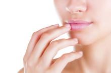 Заеды в уголках рта: причины, диагностика и лечение