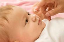 Почему шелушится кожа у новорожденных?